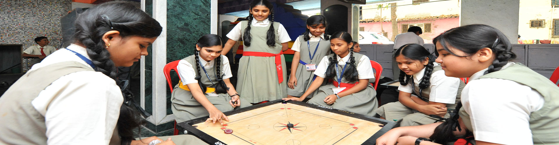 INDOOR-GAME-CARROM